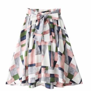 このコーデで使われているGRLのミモレ丈スカート[グリーン/ピンク/ホワイト/ネイビー]