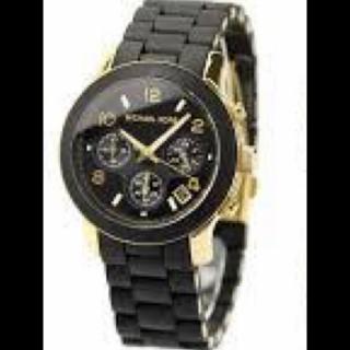 このコーデで使われているMICHAEL KORSの腕時計[ブラック/ゴールド]