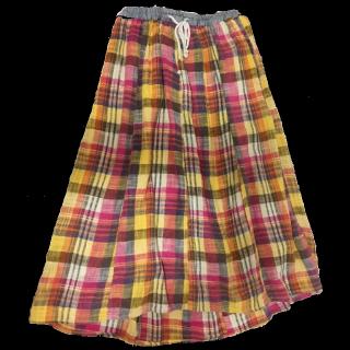 このコーデで使われているCUBE SUGARのマキシ丈スカート[イエロー/ピンク/ネイビー/ホワイト]