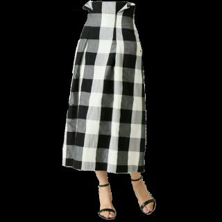 このコーデで使われているIENAのタイトスカート[ホワイト/ブラック]