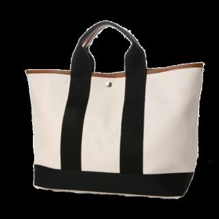 このコーデで使われているTOPKAPIのトートバッグ[ホワイト]