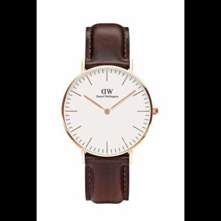 このコーデで使われているDaniel Wellingtonの腕時計[ホワイト/ブラウン]