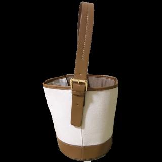 このコーデで使われているkakatooのハンドバッグ[ホワイト/キャメル/ベージュ/ブラウン]