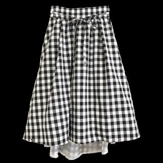 このコーデで使われているWILLSELECTIONのひざ丈スカート[ホワイト/ブラック]