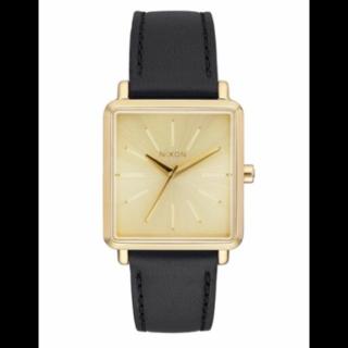 このコーデで使われているNIXONの腕時計[ブラック/ゴールド]
