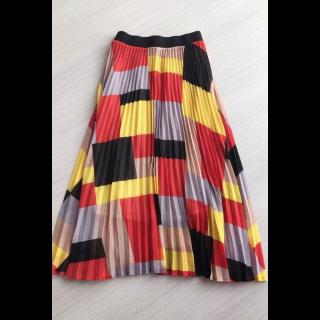 OSMOSISのプリーツスカート