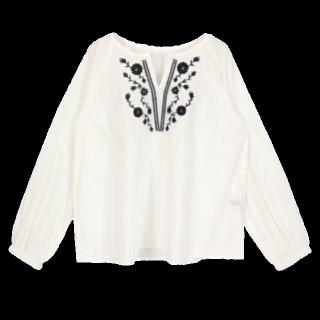 このコーデで使われているtitivateのシャツ/ブラウス[ホワイト]