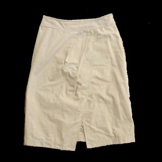 このコーデで使われているIENAのミモレ丈スカート[ベージュ]