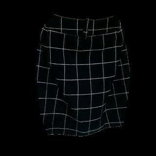 このコーデで使われているCECIL McBEEのタイトスカート[ホワイト/ブラック]