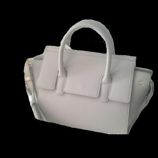 このコーデで使われているしまむらのハンドバッグ[グレー/ホワイト]
