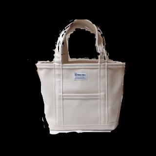 このコーデで使われているOrcivalのトートバッグ[ホワイト]