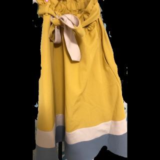このコーデで使われているPOU DOU DOUのスカート[イエロー]