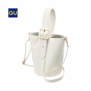 このコーデで使われているGUのショルダーバッグ[ホワイト]