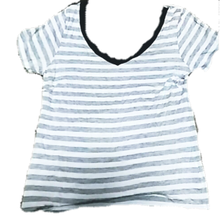 このコーデで使われているINEDのTシャツ/カットソー[ホワイト/グレー/ネイビー]