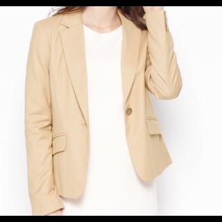 このコーデで使われているINDEXのジャケット[ベージュ]