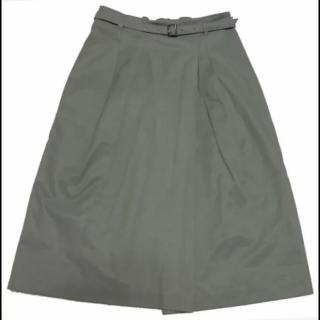 このコーデで使われているNATURAL BEAUTY BASICのひざ丈スカート[カーキ]