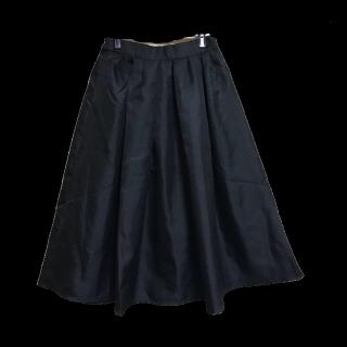 このコーデで使われているミモレ丈スカート[ブラック]
