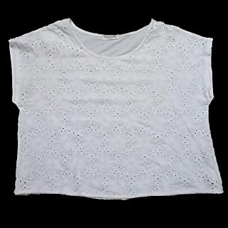 このコーデで使われているしまむらのTシャツ/カットソー[ホワイト]