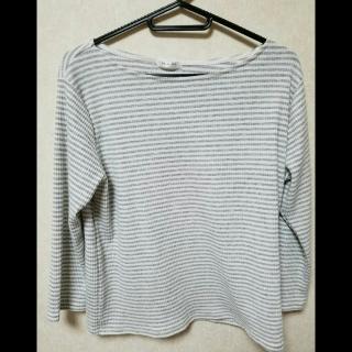 このコーデで使われているHONEYSのTシャツ/カットソー[ホワイト/グレー]