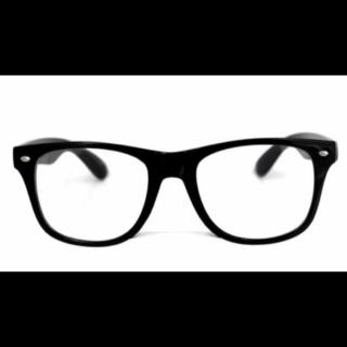 LUPISのメガネ