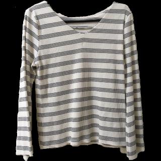 このコーデで使われているDiscoatのTシャツ/カットソー[ホワイト/ブラック]