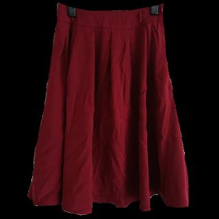 このコーデで使われているHONEYSのひざ丈スカート[レッド]