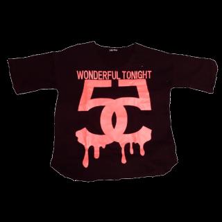 このコーデで使われているTシャツ/カットソー[ブラック/ピンク]