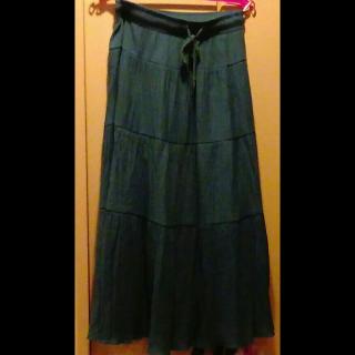 このコーデで使われているマキシ丈スカート[グリーン/ブルー]