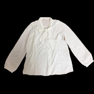 このコーデで使われているHONEYSのシャツ/ブラウス[ホワイト]