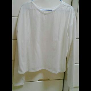 このコーデで使われているRETRO GIRLのTシャツ/カットソー[ホワイト]