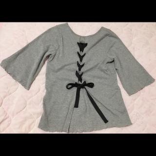 このコーデで使われているE hyphen world gallery PEACEのTシャツ/カットソー[グレー]