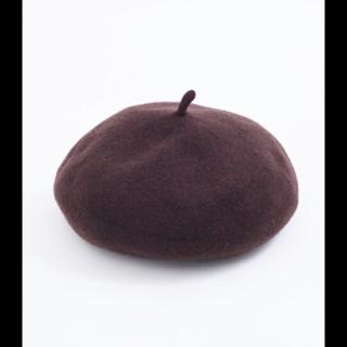 このコーデで使われているmerlotのベレー帽[ブラウン]