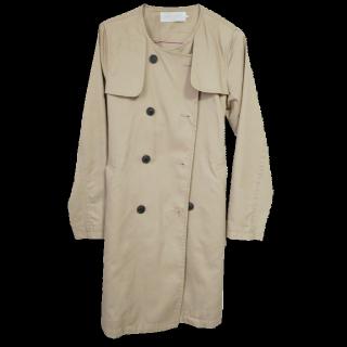 このコーデで使われているchocol raffine robeのトレンチコート[ベージュ]