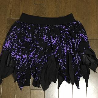 このコーデで使われているミニスカート[ブラック/パープル]