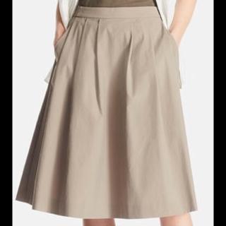 このコーデで使われているUNIQLOのミモレ丈スカート[カーキ]