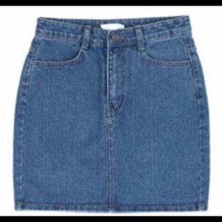 このコーデで使われているURBAN RESEARCHのミニスカート[ブルー]