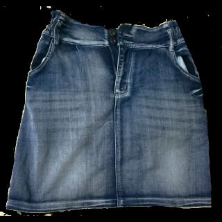 このコーデで使われているしまむらのひざ丈スカート[ブルー]