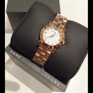 このコーデで使われているMarc by Marc Jacobsの腕時計[ゴールド]