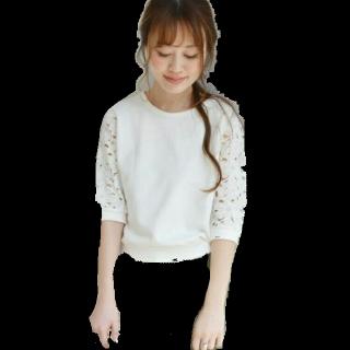 このコーデで使われているKhajuのTシャツ/カットソー[ホワイト]