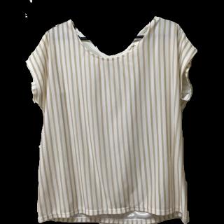 このコーデで使われているOPAQUEのTシャツ/カットソー[ベージュ/ホワイト]
