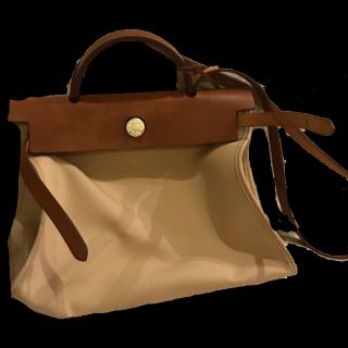 このコーデで使われているHERMESのハンドバッグ[ホワイト/ベージュ/キャメル]