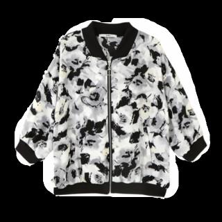 このコーデで使われているGRLのジャケット[ホワイト/ブラック/イエロー]