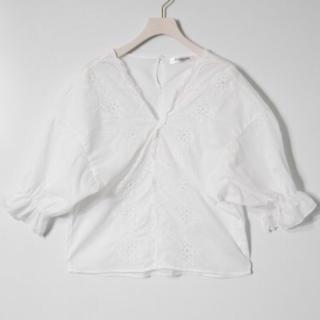 このコーデで使われているEMSEXCITEのシャツ/ブラウス[ホワイト]