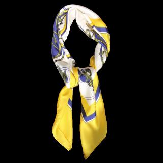 このコーデで使われているHERMESのスカーフ[ホワイト/ブルー/イエロー]