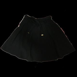 不明のプリーツスカート
