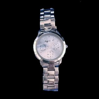 このコーデで使われているagnes b.の腕時計[シルバー/ブルー]