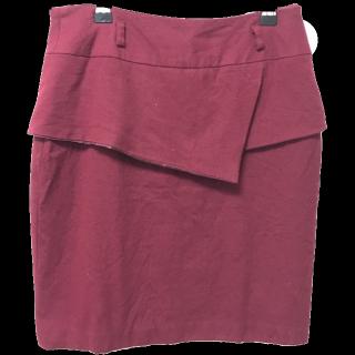 このコーデで使われているAstoriaのタイトスカート[レッド]