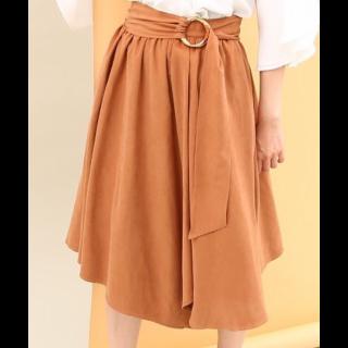 このコーデで使われているViSのミモレ丈スカート[キャメル/ブラウン]