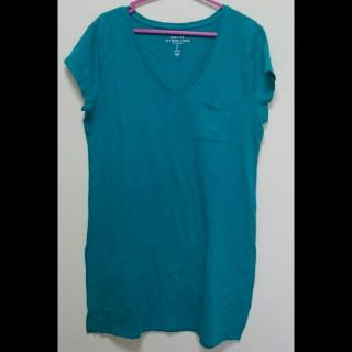 このコーデで使われているGAPのTシャツ/カットソー[グリーン]