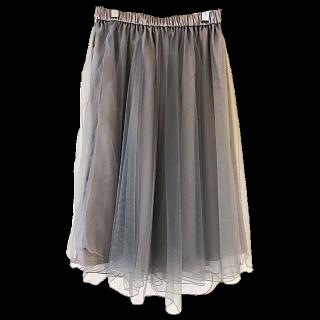 このコーデで使われているCouture broochのミモレ丈スカート[グレー]